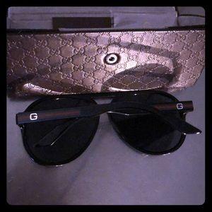 Adorable black GUCCI aviator sun glasses